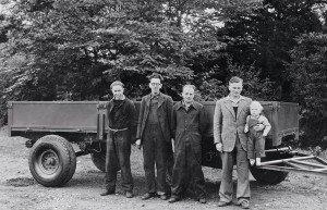 1947 Энтони Бамфорд на отцовских руках