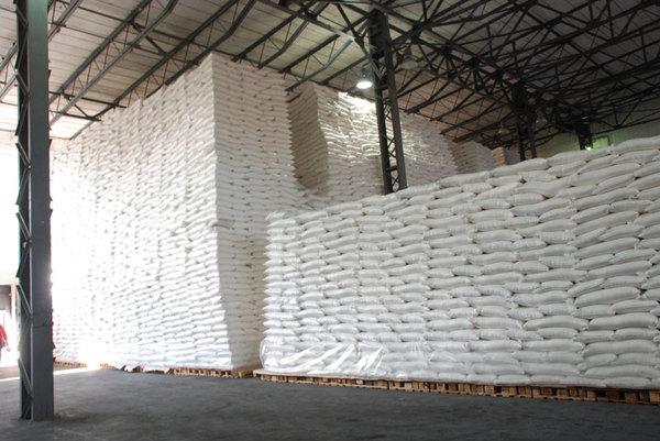 Pozhar-unichtozhil-15-tysjach-tonn-sahara-v-portu-Brazilii