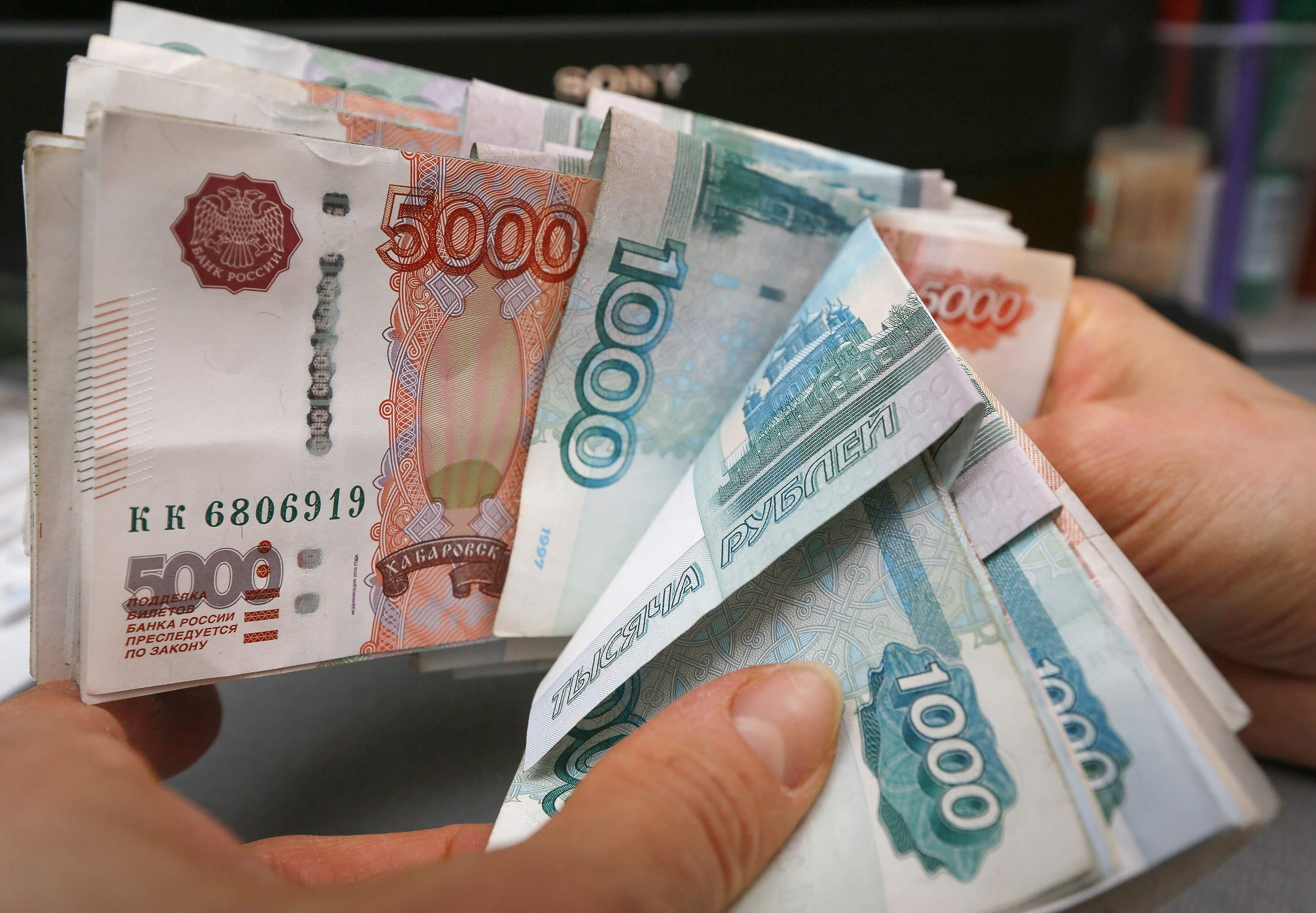 2014-12-26t103057z3lynxmpeabp05jrtroptp4russia-crisis-rouble