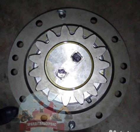 Reduktor-povorota-VOE14566401-Volvo-EC360-2